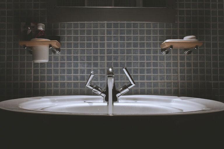 Renovierungsarbeiten im Badezimmer durchführen